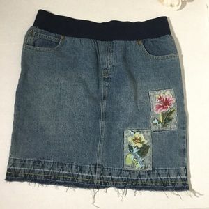 Jeans distressed maternity skirt size medium